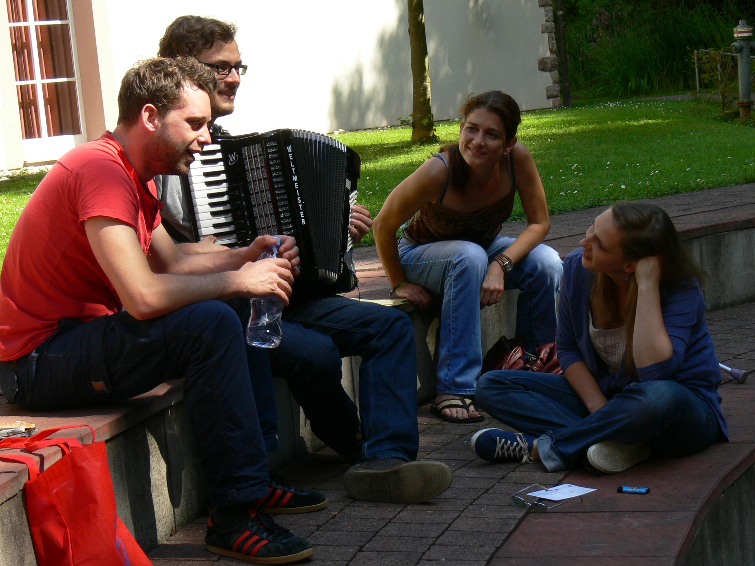 Manu, Claudia, Martin und Micha beim Brainstorming